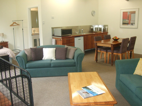 olive-hill-farmstay-margaret-river-main-living-dining-kitchenette-and-sleeping